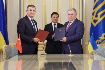 Memorandum über Bau von Drohnen Bayraktar unterzeichnet