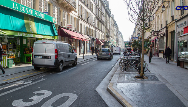 У Парижі обмежили швидкість руху транспорту до 30 км/год