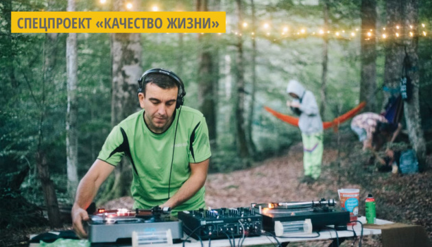 На Закарпатье меломан устраивает виниловые вечеринки в неожиданных местах