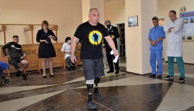 Нидерланды примут на лечение трех раненых украинских военных