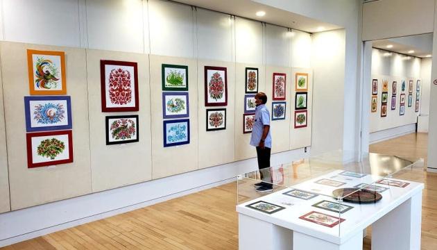 У Японії відкрили виставку Петриківського розпису
