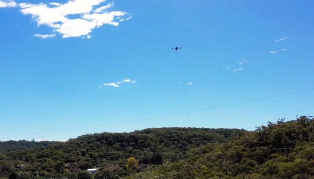 В Австралії вперше у світі дрон допоміг розплутати електрокабелі