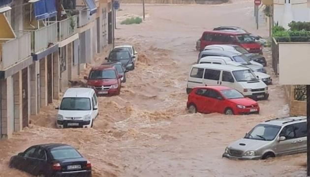 Злива в Іспанії спричинила потужну повінь