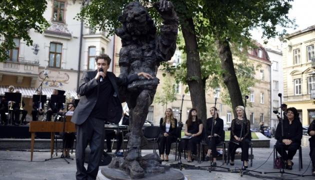 Во Львове собирают подписи за демонтаж памятника Моцарту-сыну
