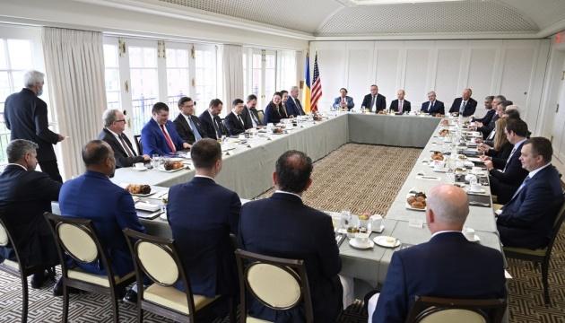 Зеленский призвал американский бизнес инвестировать в Украину