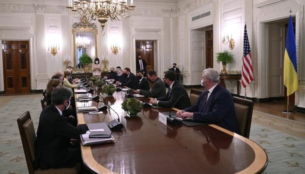 Biden zapewnił o silnym partnerstwie między Ukrainą a Stanami Zjednoczonymi