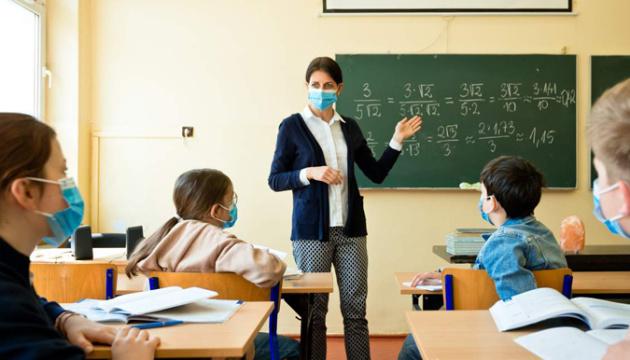 «Желтая» и «оранжевая» зоны: Минздрав хочет ослабить требования вакцинации для учителей