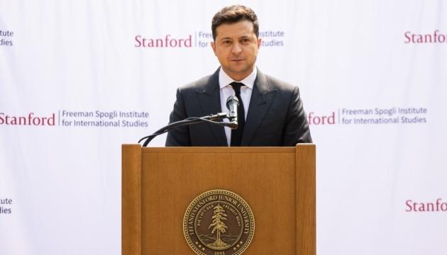 Zelensky habla en la Universidad Stanford del meta principal de Ucrania