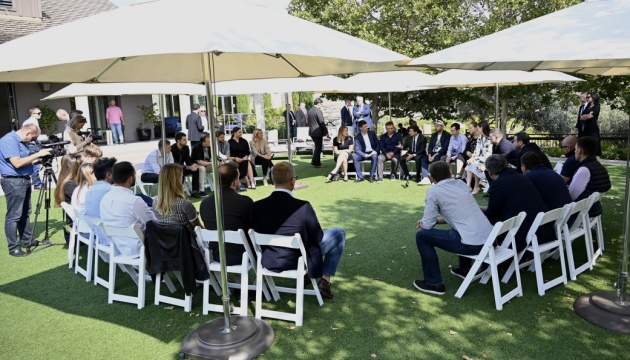 In California, Zelensky meets with Ukrainians working at Silicon Valley companies