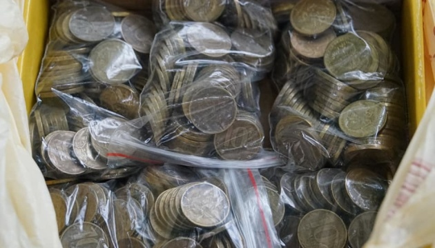 У Криму активісти оплатили штрафи матерям політв'язнів 10-рублевими монетами