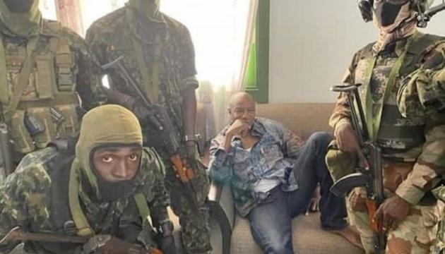 Спецпризначенці заявили про арешт президента Гвінеї