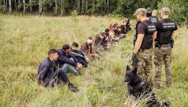 Польша отправила еще 200 нелегалов с границы обратно в Беларусь