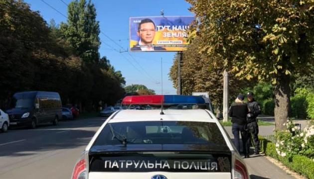 Рекламу із зображенням Мураєва в Чернівцях зняли після скарги у поліцію
