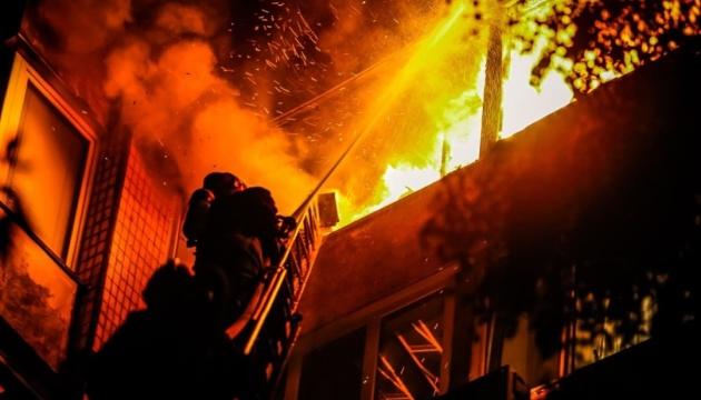 У Києві горіла багатоповерхівка, загинула жінка