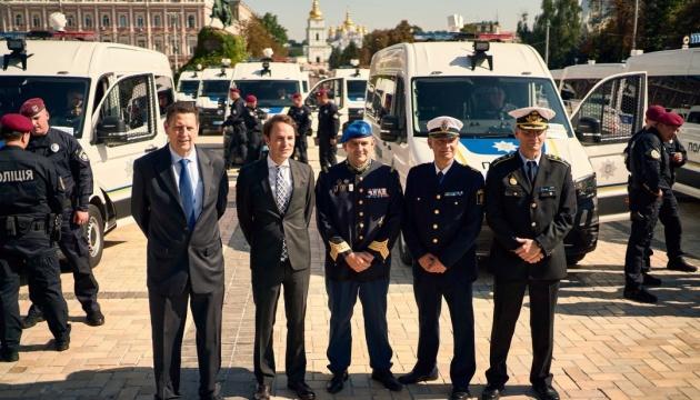 ЄС передасть Національній поліції України автомобілі, дефібрилятори, обладнання для вибухотехніків та сервери для співпраці з Європолом та Інтерполом (Софійська площа, м. Київ)