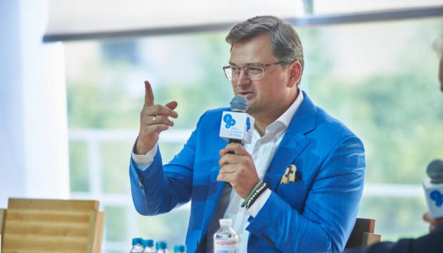 Кулеба призывает Венгрию не раскручивать эмоции вокруг соглашения с Газпромом