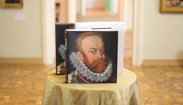 Львівська галерея мистецтв випустила колекційний двомовний каталог