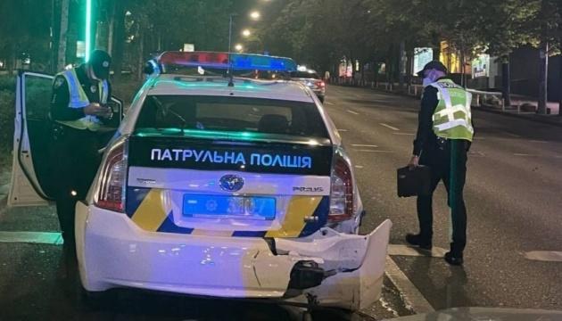У Києві нетверезий водій врізався в патрульне авто, травмувавши двох інспекторів