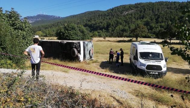 Verkehrsunfall mit Bus mit ukrainischen Touristen in der Türkei: Fahrer tot, 49 Verletzte