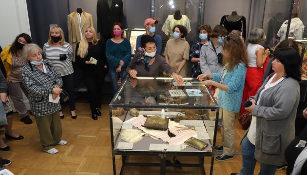 У музеї Шевченка проходить виставка про видатних українців