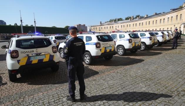 Полицейским офицерам громады из трех областей передали 86 автомобилей