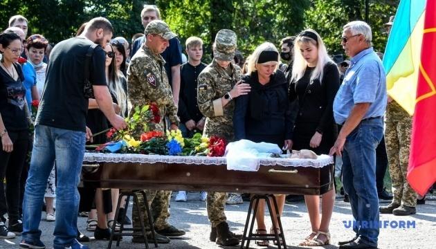 ザポリッジャ市でウクライナ東部戦死者の告別式開催