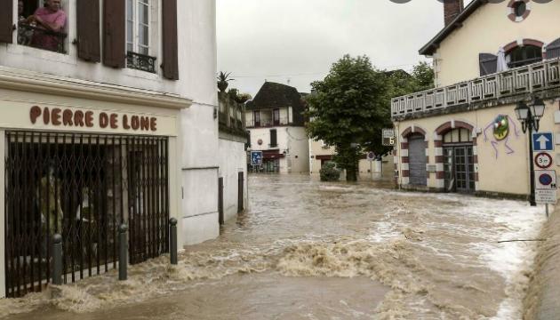 Францію накрили потужні зливи - заблокований рух деякими магістралями