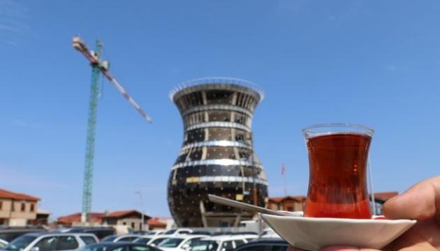 У столиці «чайної» провінції Туреччини будують 29-метрову склянку – бардак