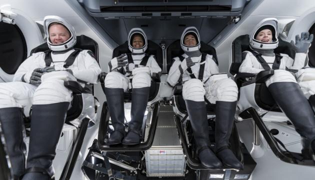 Вперше: космічний екіпаж – без військових
