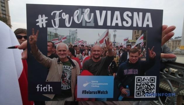 #FreeViasna: Solidaritätsaktion mit belarussischen Menschenrechtlern in Kyjiw