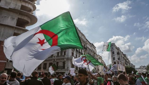 Умер экс президент Алжира, который был вынужден уйти в отставку после 20 лет правления