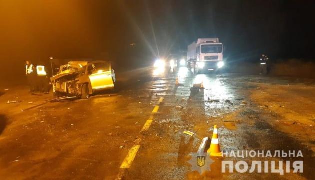 На Сумщине Toyota влетела в грузовик, пассажиры легковушки погибли на месте