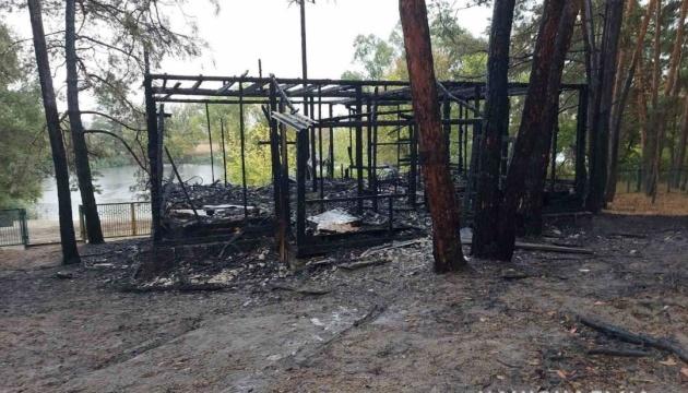 В Харьковской области сгорел дом на базе отдыха - два человека в больнице