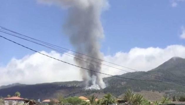На іспанському острові Пальма оголосили евакуацію через виверження вулкана