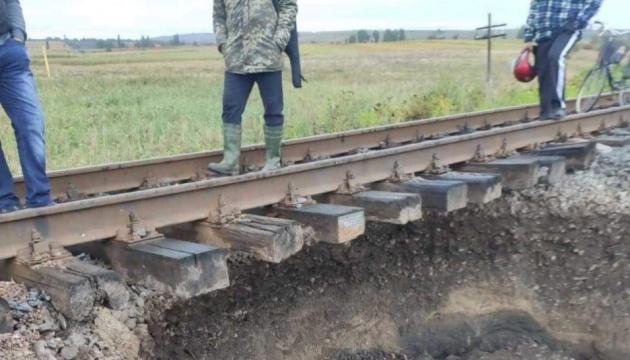 Поезд «Черновцы-Киев» меняет маршрут из-за провала в почве