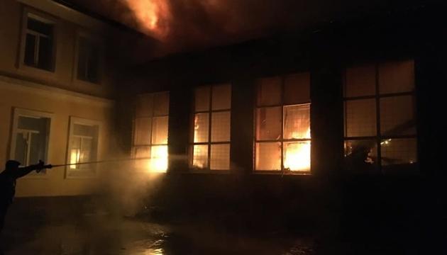 В чугуевской школе произошел пожар: огонь уничтожил спортзал