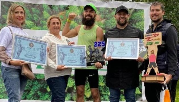 Харьковский бегун пробежал 225 километров из Днепра