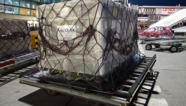В Україну доставили 60 тисяч флаконів інноваційних ліків проти COVID-19