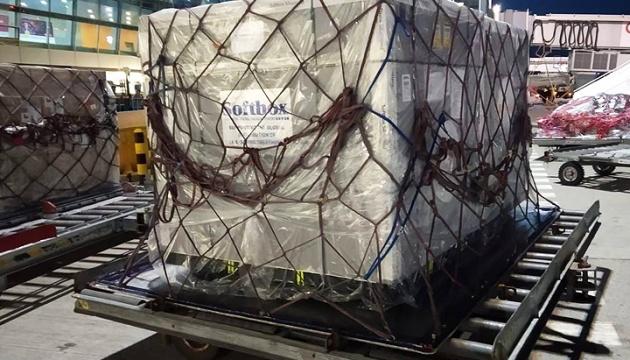 В Украину доставили 60 тысяч флаконов инновационных лекарств против COVID-19