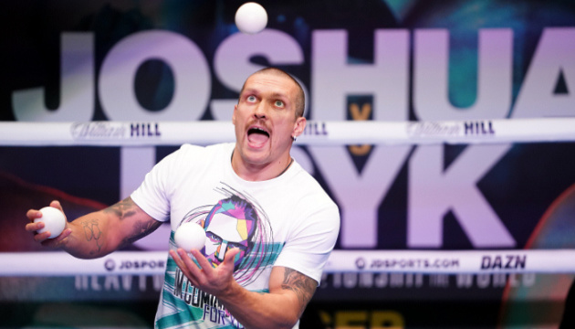 Usyk holds open training session ahead of Joshua fight