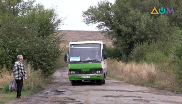 У прифронтові села Луганщини пустили соціальні автобуси – з 2014 року там не було транспорту
