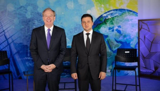 Volodymyr Zelensky et le président de Microsoft discutent de projets en Ukraine