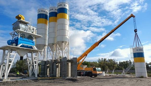 На Полтавщине начали монтаж бетонного завода