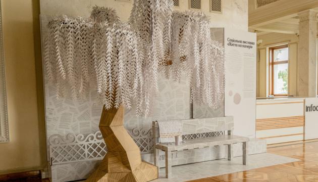«Життя на папері»: у Раді триває виставка, присвячена проблемам онкохворих