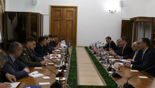 Deputy defense minister, U.S. experts discuss agreement on research projects