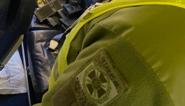 Border guards expose phone smuggling scheme involving airline crew