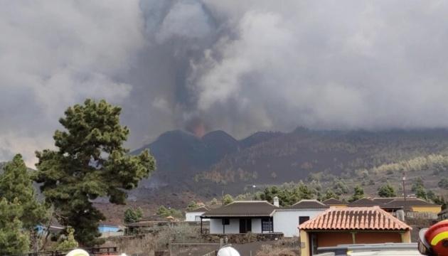 На Канарах усилилось извержение вулкана - закрыли аэропорт