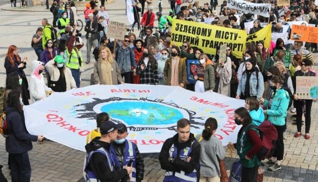 На Михайлівській площі стартував «кліматичний» марш