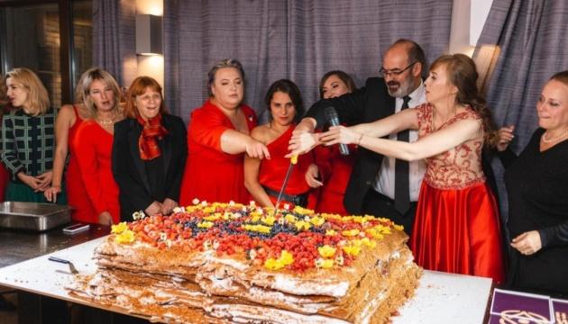 На съезде Business Woman Club приготовили рекордный медовик