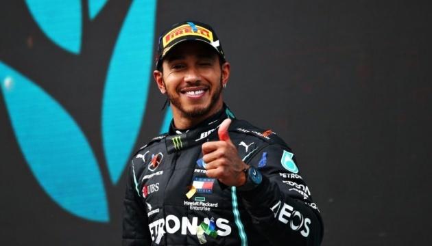 Льюис Хэмилтон победил в гонке Гран-при России Формулы-1